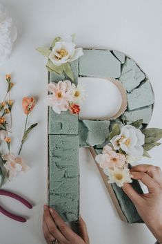 DIY Blooming Monogram - - In preparation for Valentine's Day and the upcoming spring season, we're creating a colorful DIY that will add beauty to your home year-round. A blooming monogram is quick, easy, and can be totally personalized. Blooming Monogram, Flower Letters, Flower Wall, Flower Mirror, Deco Floral, Spring Home Decor, Diy Décoration, Easy Diy, Diy Wedding Decorations