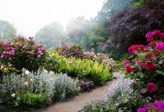 http://cranbrooktourism.ca/wp-content/uploads/sites/2/2014/07/gardens-1024x704.jpg