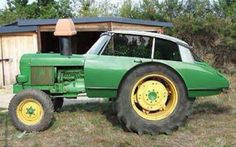 Very special agricultural Citroen DS tractor. Vintage Tractors, Old Tractors, John Deere Tractors, John Deere Equipment, Heavy Equipment, Weird Cars, Cool Cars, Foto Picture, Crawler Tractor