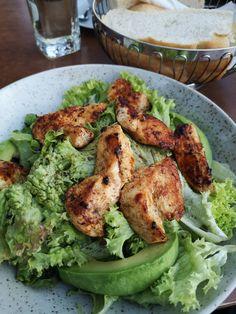 Exotischer Salat mit Hühnchen und Avocado nur bei Do-An am Nachmarkt. Mehr dazu auf meinem Blog Avocado, Chicken, Meat, Blog, Salad With Chicken, Exotic, Good Food, Food Food, Lawyer