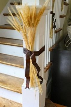 50 Unique Fall Staircase Decor Ideas   Family Holiday   * really cute! *