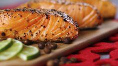 Teriyaki Lachsfilet - Gegrillter Lachs ist eine ganz besondere Delikatesse. Mit Teriyaki Sauce bestrichen, bekommt er nicht nur eine glänzende Farbe, sondern auch das klassisch-asiatische Aroma.