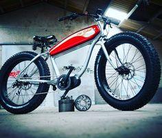 Instagram picutre by @wattitud: Esprit rétro et look incomparable le Fat… Fat Bike, Saint Tropez, Bone Shaker, Riders On The Storm, Biarritz, Bike Parts, Surf, Scrambler, Cars And Motorcycles