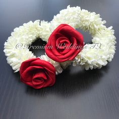 Check out our pakistani wedding flower jewelry selection for the very best in unique or custom, handmade pieces from our shops. Flower Garland Wedding, Wedding Flower Arrangements, Flower Garlands, Indian Wedding Flowers, Flower Jewellery For Mehndi, Flower Jewelry, Desi Wedding Decor, Wedding Bride, Real Flowers