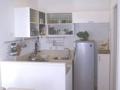Small Apartment Kitchen Decorating Ideas – Small apartment room make us have optimal in decorating the room. Small kitchen designs, small bathroom design and bedroom design must be maximized.