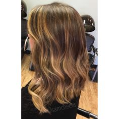 honey blonde highlights for brown hair. Long bob hair cut. Balayage ombré on short to medium length hair. Summer hairstyle