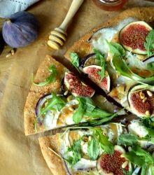 Pizza aux figues et aux chèvre à la farine complète