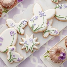 Make a batch of Easter treats for some-bunny special! Create shades of lavender and violet by combining Rose and Royal Blue icing. Easter Cupcakes, Easter Cookies, Easter Treats, Holiday Cookies, Baby Cookies, Heart Cookies, Valentine Cookies, Birthday Cookies, Easter Desserts