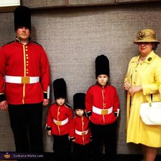 The Queen and her Royal Guards - DIY Halloween Costume