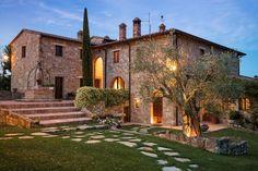Luxury Val dOrcia & near Cortona Holidays Italy Italian Farmhouse, Italian Home, Italian Villa, Italy House, Casas The Sims 4, Tuscan House, Mediterranean Homes, Stone Houses, Architecture