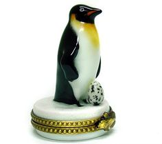 <3 Penguin Limoges Box -=- Precious Luxury Jewelry Dresser, Jewelry Box, Penguin Art, Music Boxes, Pill Boxes, Sewing Box, Vintage Birds, Little Boxes, Trinket Boxes