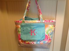 Thirty-one Easy Breezy Tote with pocket-a-tote, the single thermal organizer fits perfectly in this tote to make it a perfect summer pool bag!