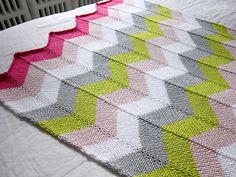 Chevron Baby Blanket, a free knitting pattern from Espace Tricot.
