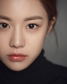 Korea's new generation of plastic surgery template Gao Yunzhen, clear and natural makeup, redefining mainstream aesthetics - Page 12 of 31 - fotos - Natural Summer Makeup, Simple Makeup, Natural Makeup, Korea Makeup, Asian Makeup, Eye Makeup, Ulzzang Makeup, Korean Beauty Girls, Pink Eyes