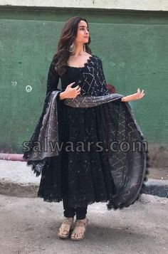 Indian Gowns Dresses, Indian Fashion Dresses, Dress Indian Style, Punjabi Fashion, Bollywood Fashion, Dress Fashion, Fashion Outfits, Trendy Outfits, Indian Wedding Outfits