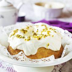 En riktigt läcker kaka med kokossmak och syrlig lemon curd.