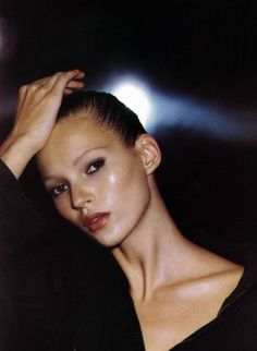Kate Moss resurrected her French twist on the runway. A hairstylist tells us how to create a French twist, plus plenty of runway inspiration. 1990 Style, Mademoiselle Magazine, Moss Fashion, Fashion Pics, Lover Fashion, High Fashion, 90s Makeup, Kate Makeup, Beauty Makeup