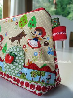 sweet little red riding hood purse by @Sarah Falter-Jakobs... using my fräulein roth ribbon... <3