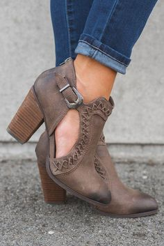 39 Heel Shoes That Will Make You Look Cool women trending shoes Hot Shoes, Crazy Shoes, Women's Shoes, Platform Shoes, Shoes Style, Shoes Sneakers, Pretty Shoes, Beautiful Shoes, Bootie Boots
