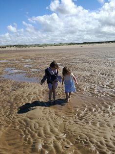 Earlier this month, my family and I enjoyed a holiday in North Norfolk. We stayed in the beautiful, picturesque town of Wells-Next-The-Sea, and enjoyed walks along the seafront, days on the beach, and explored all sorts of hidden places and local nature reserves.