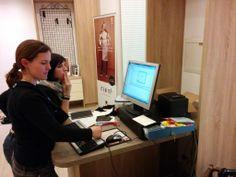 Büroarbeit am Computer muss auch sein. Computer, Helping Hands