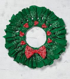 Learn to make Green Berry Christmas Bandana Wreath Holiday Wreaths, Holiday Crafts, Christmas Decorations, Christmas Ornaments, Winter Wreaths, Christmas Centerpieces, Wreath Crafts, Diy Wreath, Wreath Ideas
