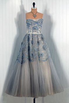 http://www.helencarterweddings.co.uk/blog/fashion-focus/vintage-wedding-dresses-timeless-vixen-vintage/