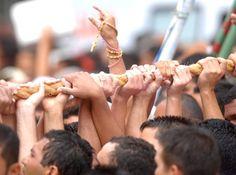 A Fé dos paraenses, cumprindo suas promessas no Círio de Nazaré. Belém-Pará-Brasil.