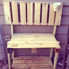 DIY Pallet Project - Gardening Bench or Potting Table #pallet #tutorial