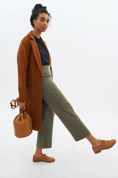 Loopback terry culottes cut at ankle length. Featuring an exterior drawstring through an elastic mid-rise waistband, two-pocket styling, and tonal stitching throughout. View sizing here. Work Fashion, Trendy Fashion, Fashion Outfits, Professor Style, Sweatpants Outfit, Work Attire, Ethical Fashion, Autumn Fashion, Cute Outfits