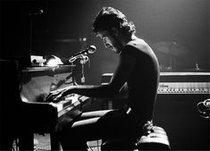 Photo of Bruce Springsteen with Piano (Harvard Square, 1974)