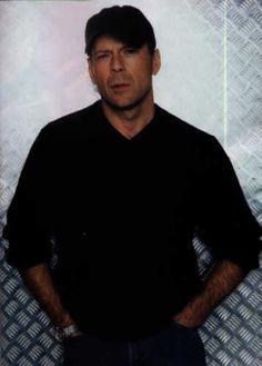 Que hago con mi nueva afición a Bruce Willis. Dios.