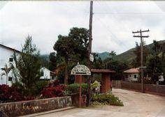 ETA_0628.jpg - Kyltti, joka ilmoittaa Helkan ja Maaritin liikkeen suunnan. Penedo, Brasilia.
