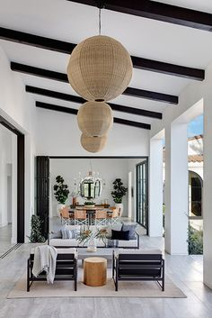 Our Hearts Just Skipped A Beat Upon Seeing This Majestic California Home Inside A Modern Family Home In La Quinta California Mydomaine Interior Simple, Interior Design Minimalist, Patio Interior, Home Interior, California Room, California Homes, California Fashion, California Style, Sweet Home
