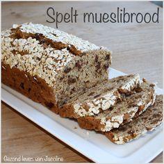 Gezond leven van Jacoline: Spelt mueslibrood - Normaal moet brood rijzen en neemt het tijd in beslag, maar dit mueslibrood niet, binnen 5 kwartier heb je een heerlijk brood!