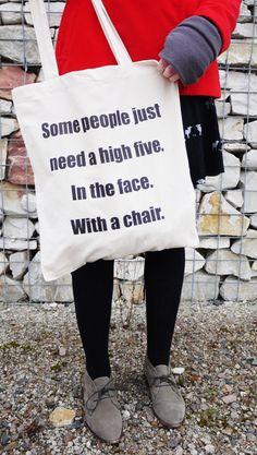 Some people need a high five. In the face. With a chair.  Wir kennen genug Leute, auf die das zu 1000% zutrifft. Und ihr mit Sicherheit auch! ...