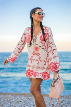 Boho beach dress look con trenzas bolso rosa Marc by Marc Jacobs handbag sandalias doradas Zara gold sandals Crimenes de la Moda blog Maria Jesus Garnica Navarro