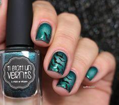 IEUV my area of expertise green circular gradient bat halloween nail art