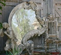 A House Romance: Elise Valdorcia, Artist and Decorator Love the mirror! Old Mirrors, Vintage Mirrors, Decoration Baroque, Mirror Image, Mirror Mirror, Mirror Walls, Sunburst Mirror, Beautiful Mirrors, Through The Looking Glass