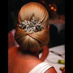 Chignon mariée chic Plus Natural Wedding Hairstyles, Elegant Hairstyles, Twist Hairstyles, Bride Hairstyles, Chignon Hairstyle, Side Chignon, Low Bun Wedding Hair, Wedding Updo, Bridal Bun