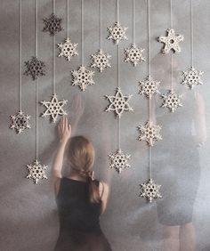 Ulsan and Macramero * Make Christmas props! Macrame Design, Macrame Art, Macrame Projects, Macrame Knots, Christmas Crafts, Christmas Decorations, Christmas Ornaments, Crochet Snowflakes, Macrame Tutorial