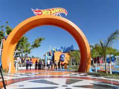 Arco de entrada da área Hot Wheels Hot Wheels, Beto Carrero World, Disney Land, Wattpad, Movie, Vehicles, Travel, Instagram Ideas, Club