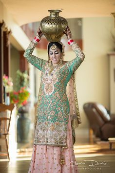 New wedding party dress indian bridal lehenga Ideas Sikh Wedding Dress, Wedding Suits For Bride, Punjabi Wedding Suit, Bride Suit, Wedding Party Dresses, Bridal Dresses, Wedding Lehnga, Punjabi Bride, Wedding Wear