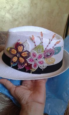 Resultado de imagen para tembleques decorados Seed Bead Flowers, French Beaded Flowers, Seed Bead Art, Painted Hats, Beaded Braclets, Nativity Crafts, Native Beadwork, Beaded Purses, Beading Projects