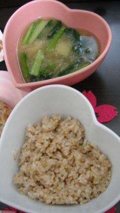 organic brown rice and miso soup with Japanese komatsuna greens,onions,potatoes,spring onions and maitake mushrooms seasoned with dried bonito shaving stock,dried young sardine stock,mekabu seaweeds stock and organic miso 有機玄米御飯と小松菜、タマネギ、じゃがいも、まいたけ、ねぎの御味噌汁。いりこだし、カツオ出し、メカブ出し、有機味噌使用。