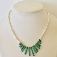 Emerald green malachite and pearls necklace