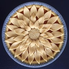 Image may contain: food Creative Pie Crust, Beautiful Pie Crusts, Pie Crust Designs, Pie Decoration, Pies Art, Thanksgiving Pies, Pie Crust Recipes, Pastry Recipes, Sweet Pie