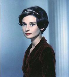 """Audrey Hepburn"" https://sumally.com/p/1205285?object_id=ref%3AkwHOAAN32oGhcM4AEmQl%3Ati2j"