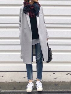 Tips for choosing the right coat - All the advice to choose the right coat and how to wear it in style! All the tips & outfit ideas ar - Mode Outfits, Winter Outfits, Casual Outfits, Fashion Outfits, Womens Fashion, Fashion Trends, Black Outfits, Fashion Clothes, Japan Fashion