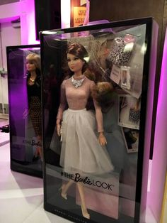 look barbie doll 2016 a  : I like the shoes!!  And the white photo flame.  Maybe I shall buy it :)
